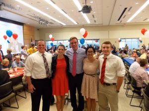 Political Science majors and minor take the opportunity to meet Senator Mark Warner at the Hob Nob.  Left to right: Senior Nolan Overby, Sydeny Vonada, Mark Warner, Renee Sogueco, and Corbin Lucas